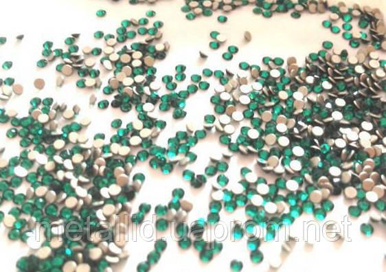 Стразы Swarovski зеленые SS3 (1400 шт)