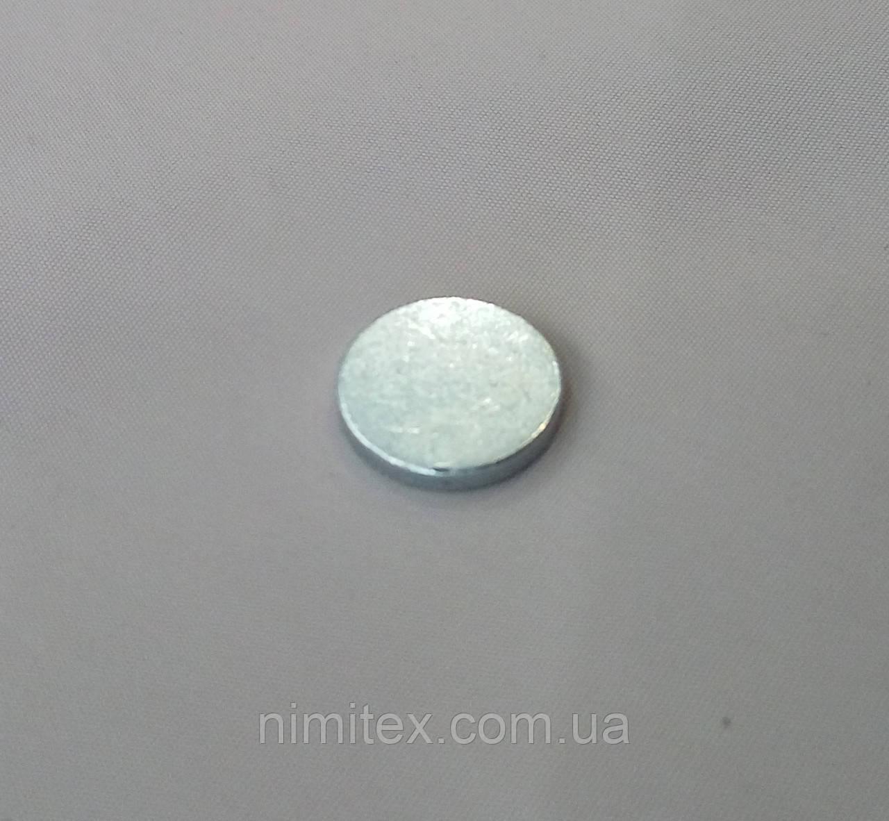 Магнит вшивной 15 мм