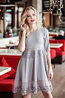 Женское молодежное платье с кружевом
