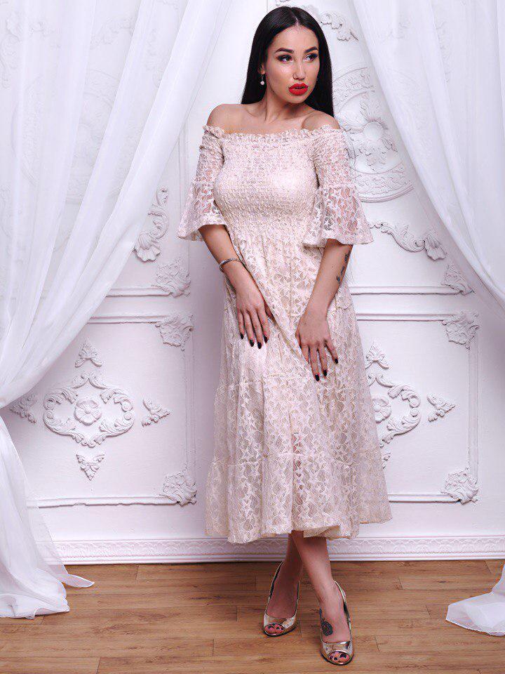 Изысканное женское платье модного ретро стиля