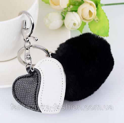 Брелок меховой помпон с сердцем черно-белый