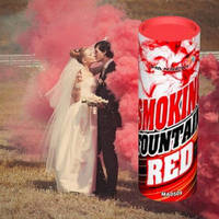Красный цветной дым для фотосессии