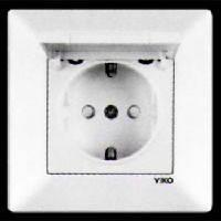Розетка одинарная VIKO MERIDIAN с заземлением крышкой и шторками белая (90970012)