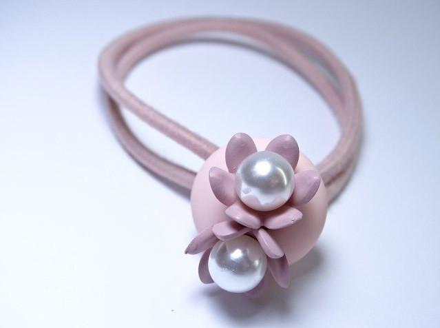 Резинка для волос Ромашка с жемчугом розовая