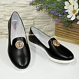 Женские кожаные черные туфли-мокасины на утолщенной белой подошве, фото 2