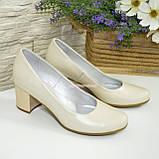 Женские бежевые кожаные туфли на невысоком устойчивом каблуке, фото 4