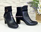 Женские демисезонные ботинки на невысоком каблуке, цвет синий, фото 2