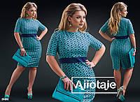 Платье-футляр в геометрический принт  Цвет - ментол, синий.  Цвет - белый, черный. Цвет - фиалка, синий.