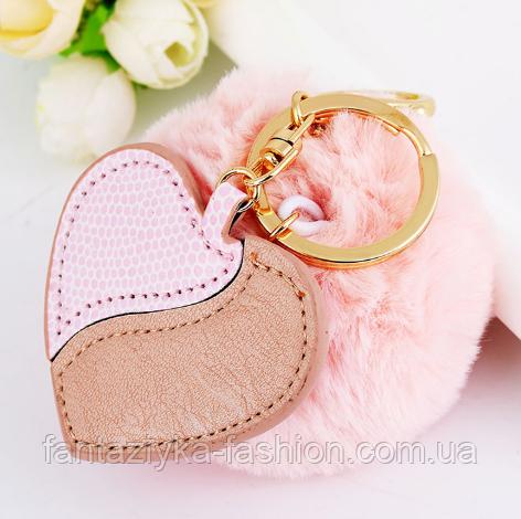 Брелок меховой помпон с сердцем розовый