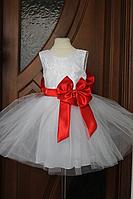 """Пышное, нарядное платье. """"Блюз"""" с красным поясом и бантом."""