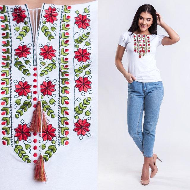Вышиванка с нежной вышивкой красный Цветок