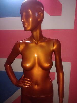 Манекен женский золотой металлик