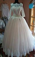 Свадебное платье цвета айвори. Пышная фатиновая юбка. Рукав 3/4.