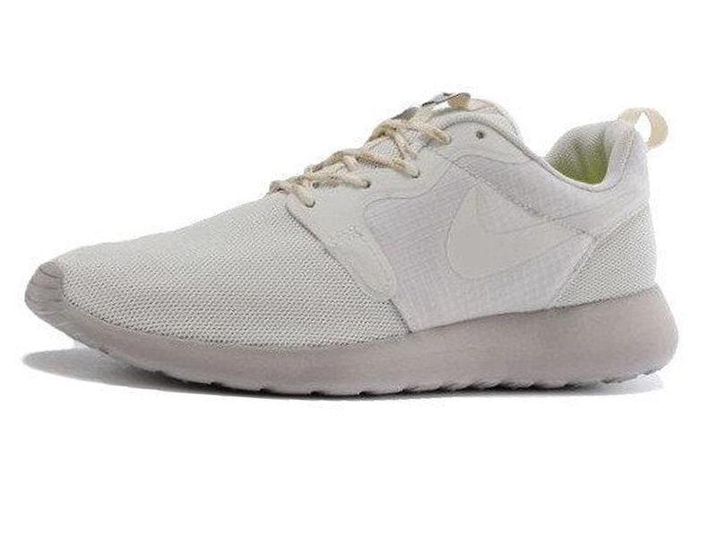 03a4c015 Женские кроссовки Nike Roshe Run White - купить по лучшей цене в ...