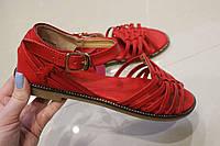 Женские босоножки красного цвета