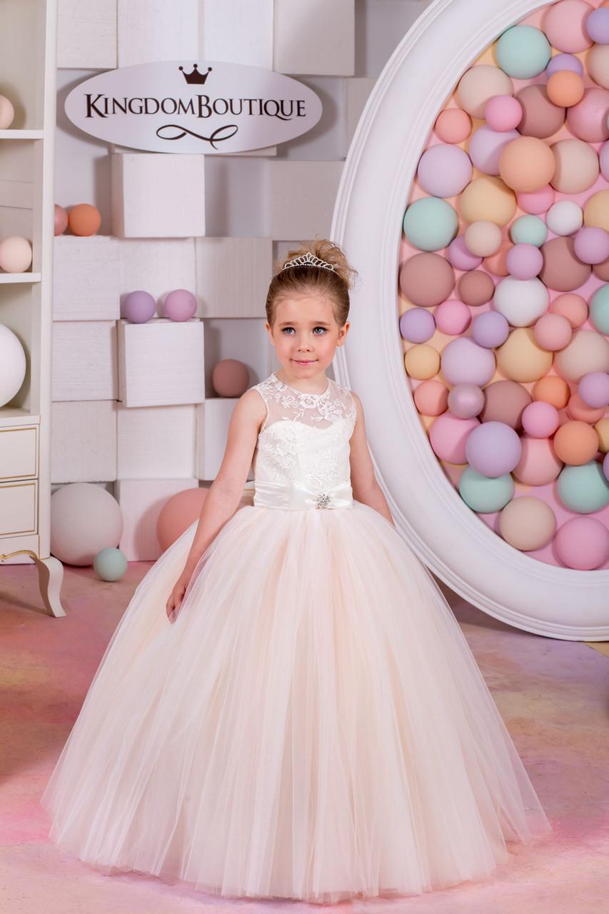 Платье детское длинное нежного цвета с пышной юбкой.