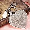 Брелок белое сердце со стразами и кисточкой, фото 3