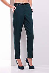 Элегантные женские слегка зауженные брюки с пояском темно-зеленые