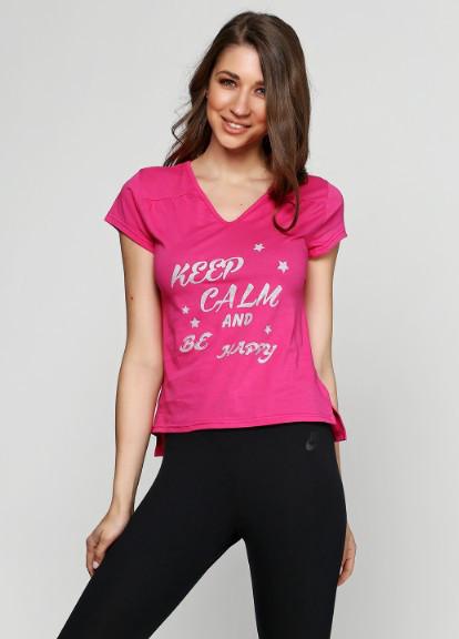 Летняя женская футболка малинового цвета