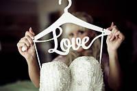 Свадебный тремпель LOVE, плечики для одежды, дерево