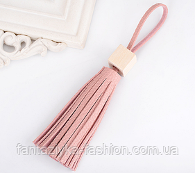 Брелок розовая кисточка из кожи розовый+ карабин