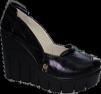 Индивидуальный пошив. Женские туфли из натуральной кожи на высокой танкетке,цвет черный