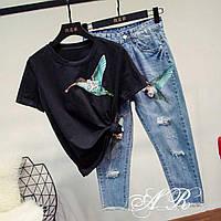 """Женский стильный костюм с пайетками """"Птица Колибри"""": футболка и джинсы-капри (2 цвета)"""