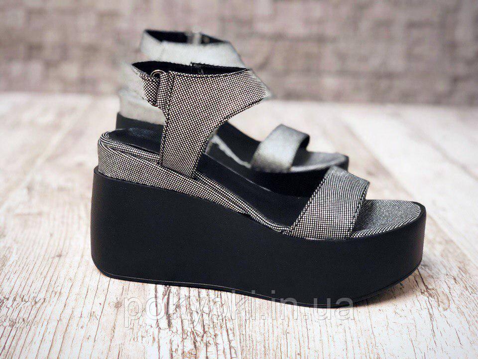fd973da1804f Модные женские босоножки кожаные серебристые на черной платформе
