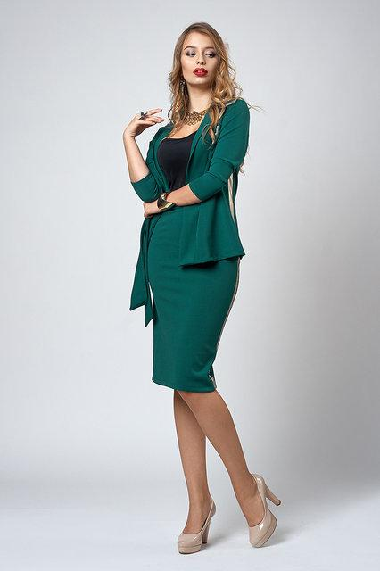 Нарядный женский костюм с брошью Стрекоза