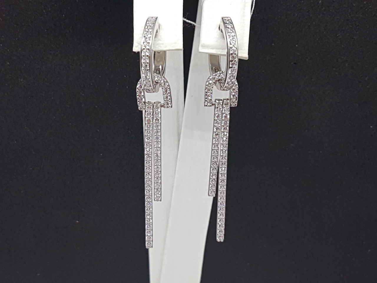 Серебряные серьги с фианитами. Артикул 25049р