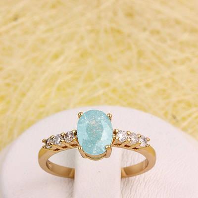 R1-2920 - Позолоченное кольцо с ярко-голубым с блёстками и прозрачными фианитами, 18 р