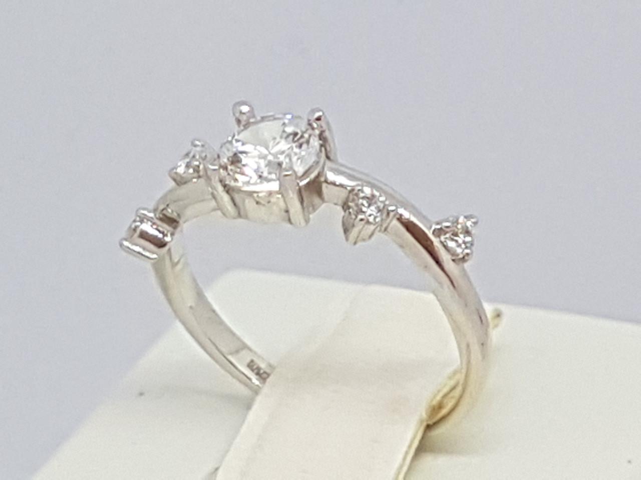 Серебряное кольцо с фианитами. Артикул 11001р 15,5