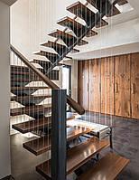 П-образная металлическая лестница с площадкой. В дом или квартиру. На второй этаж. Изготовление на заказ