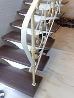 Лестница с поворотом на 90 градусов на каркасе из металла. В дом. На второй этаж. Изготовление на заказ