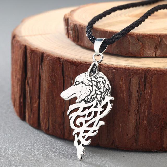 Кулон волк в скандинавском стиле