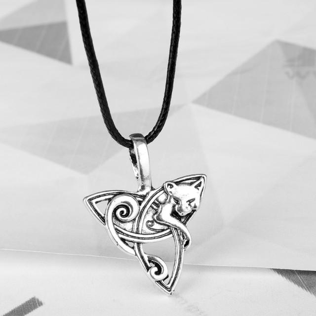 кельтский кулон волк