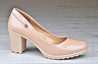 Туфли женские на каблуке и небольшой платформе бежевые лакированые (Код: Б1097) 39