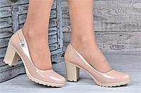 Туфли женские на каблуке и небольшой платформе бежевые лакированые (Код: Т1097а) 39