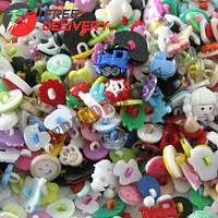 Набор из 200 разнообразных пластиковых пуговиц на ножке с ушком