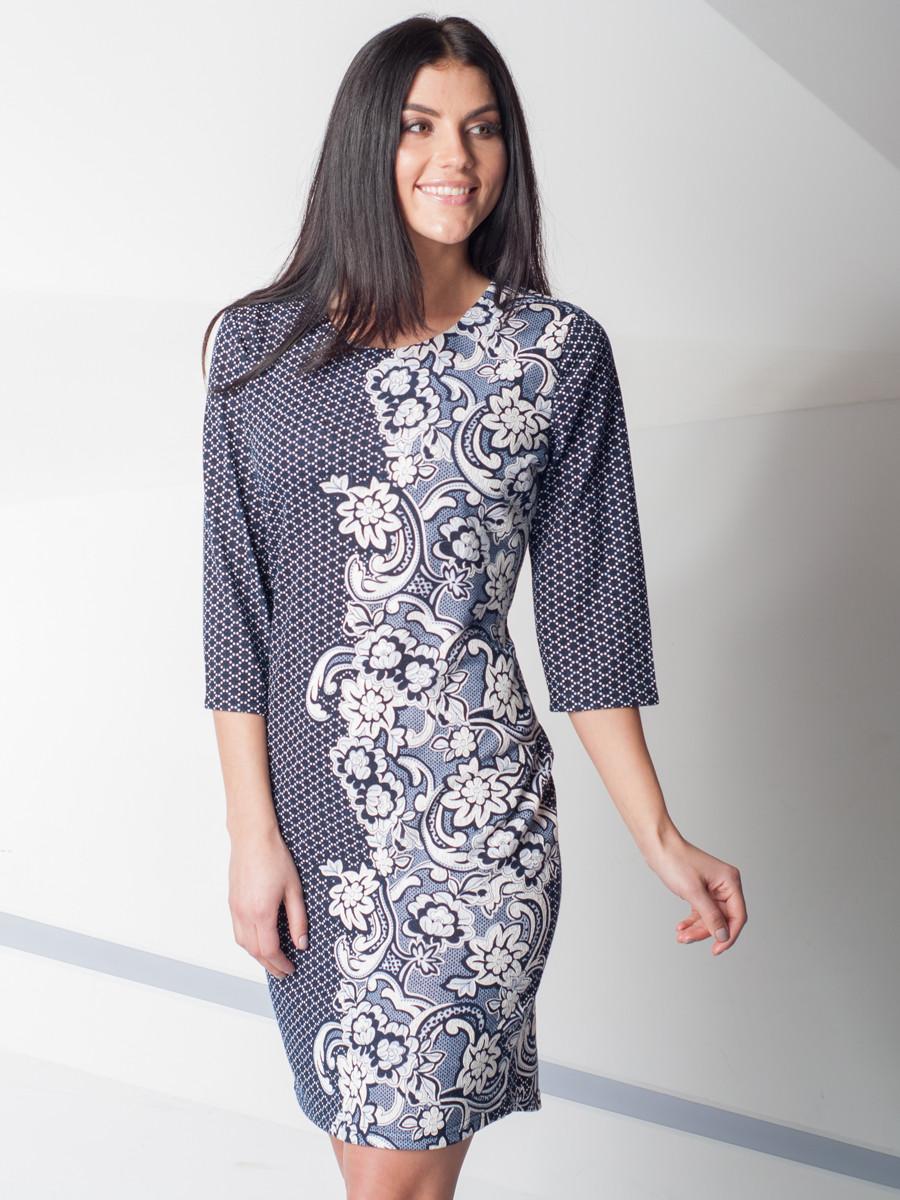 Сукня вільний з квітковим візерунком.