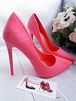 Розовые замшевые туфли женские в  наличии