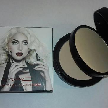 Пудра MAC Marilyn 2in 1 photosensitive smooth powder 26 g, фото 2