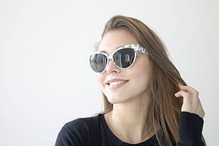 Cолнцезащитные очки  в белой оправе 99010-3