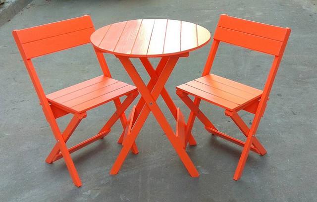 Деревяные столы, стулья.