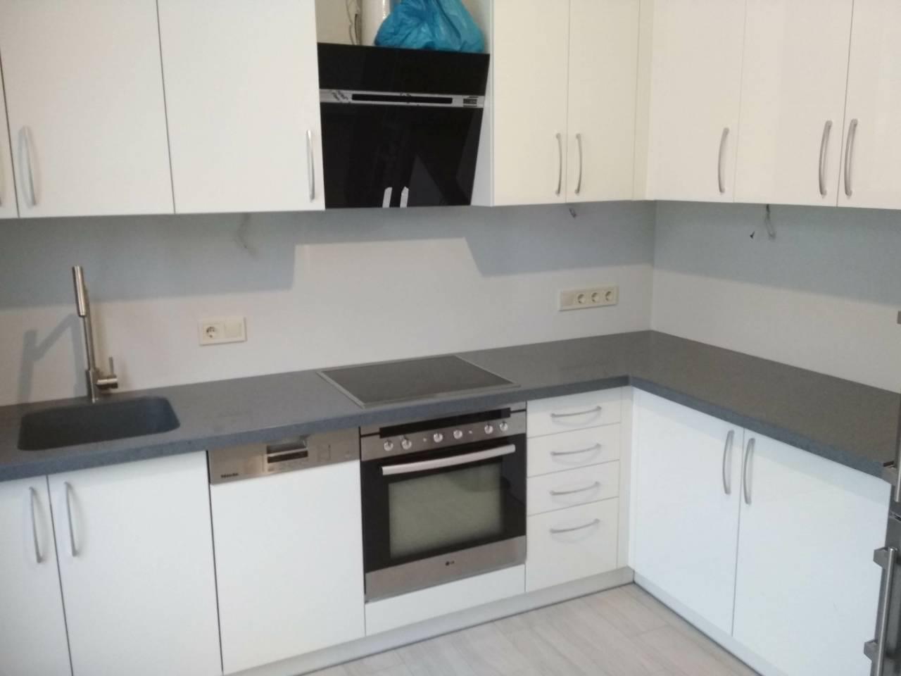 Стільниця на кухні з акрилу Tristone TS215
