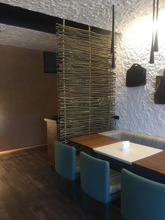 Оформление грузинского ресторана плетенкой