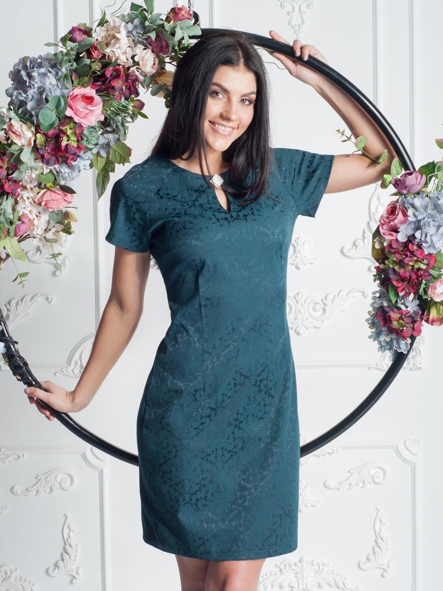Нарядное женское платье с коротким рукавом выше колена
