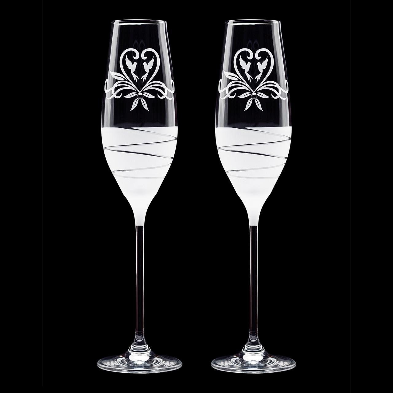Свадебные бокалы для молодых с голубями