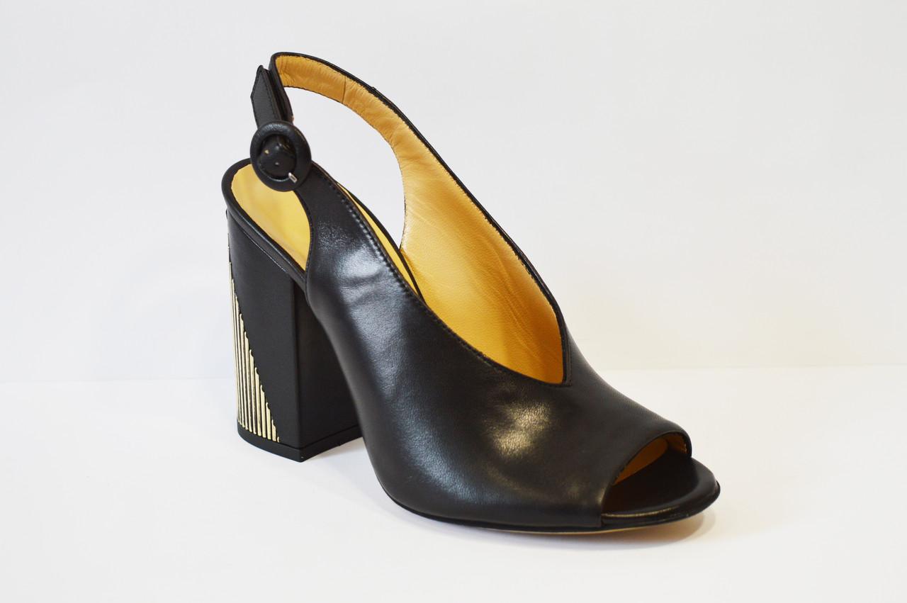Босоножки кожаные на каблуке Lottini
