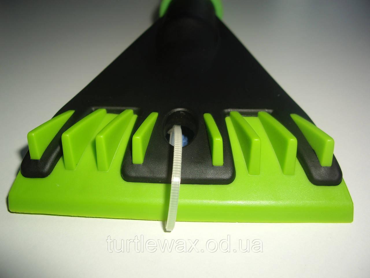 Скребок для льда с мягкой ручкой.
